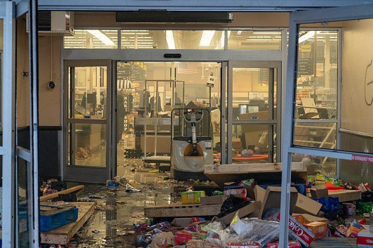 Looting Chicago Criminal Defense Attorney